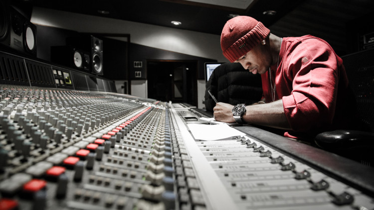 Ne-Yo in the studio writing a song. (Photo by Jeff Lombardo)